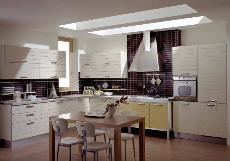 China pvc kitchen cabinet regina china kitchen cabinet for Kitchen cabinets regina