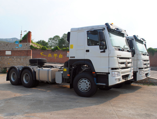 Sinotruk HOWO 6X4 336HP Diesel Engine Tractor Truck