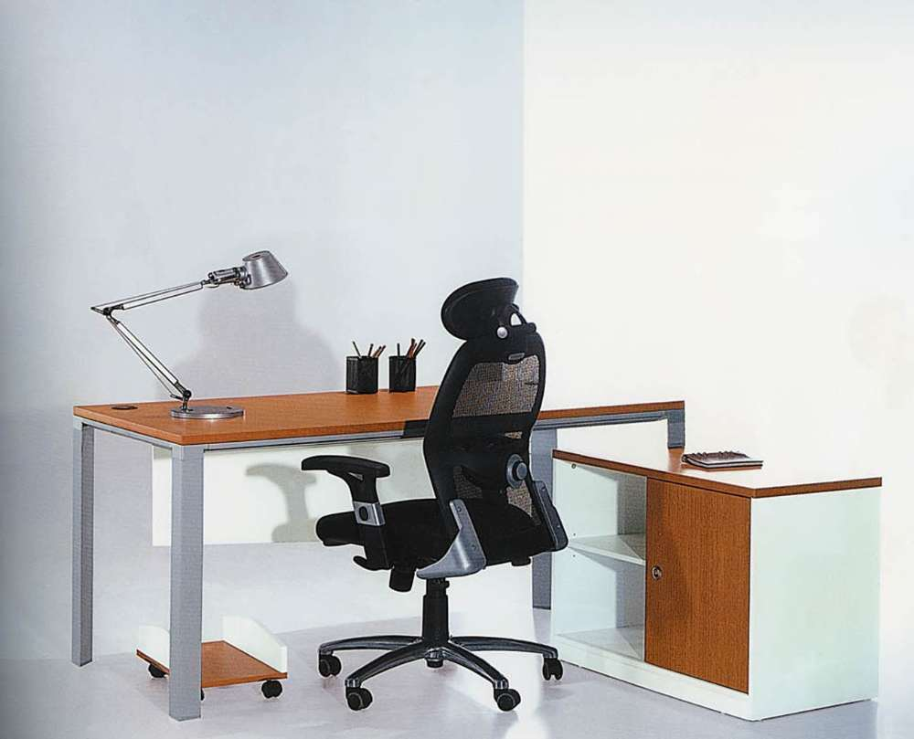 China Modern Office Furniture MFC Wooden MDF Office Table (NS-NW013)