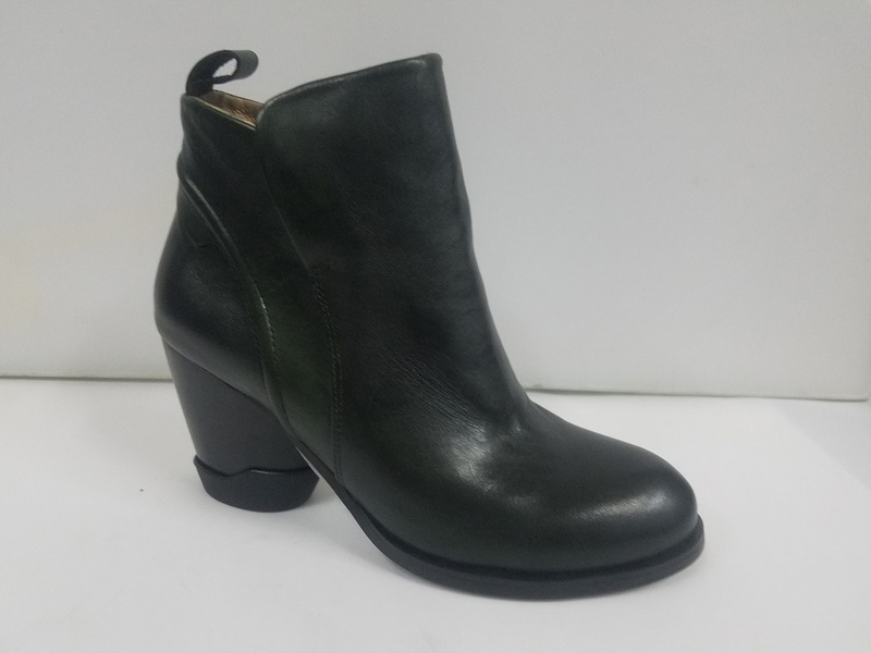 Lady Leather Simple Casual Round Head Short Boots