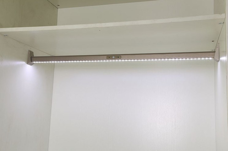 Sensor LED Inner Wardrobe Light for Hanging Rod with Battery