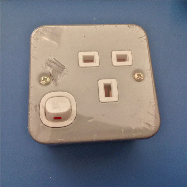 UK Style Metal Material Wall Switch and Socket (W-071)