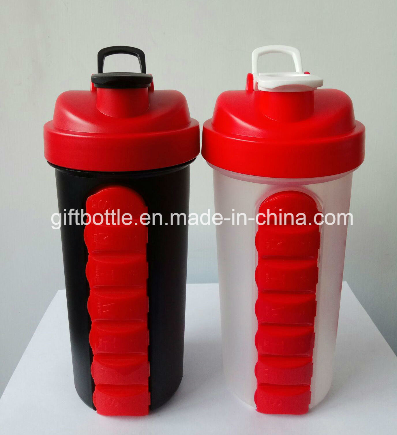 BPA Free Plastic Protein Shaker Bottle with 7 Days Pillbox