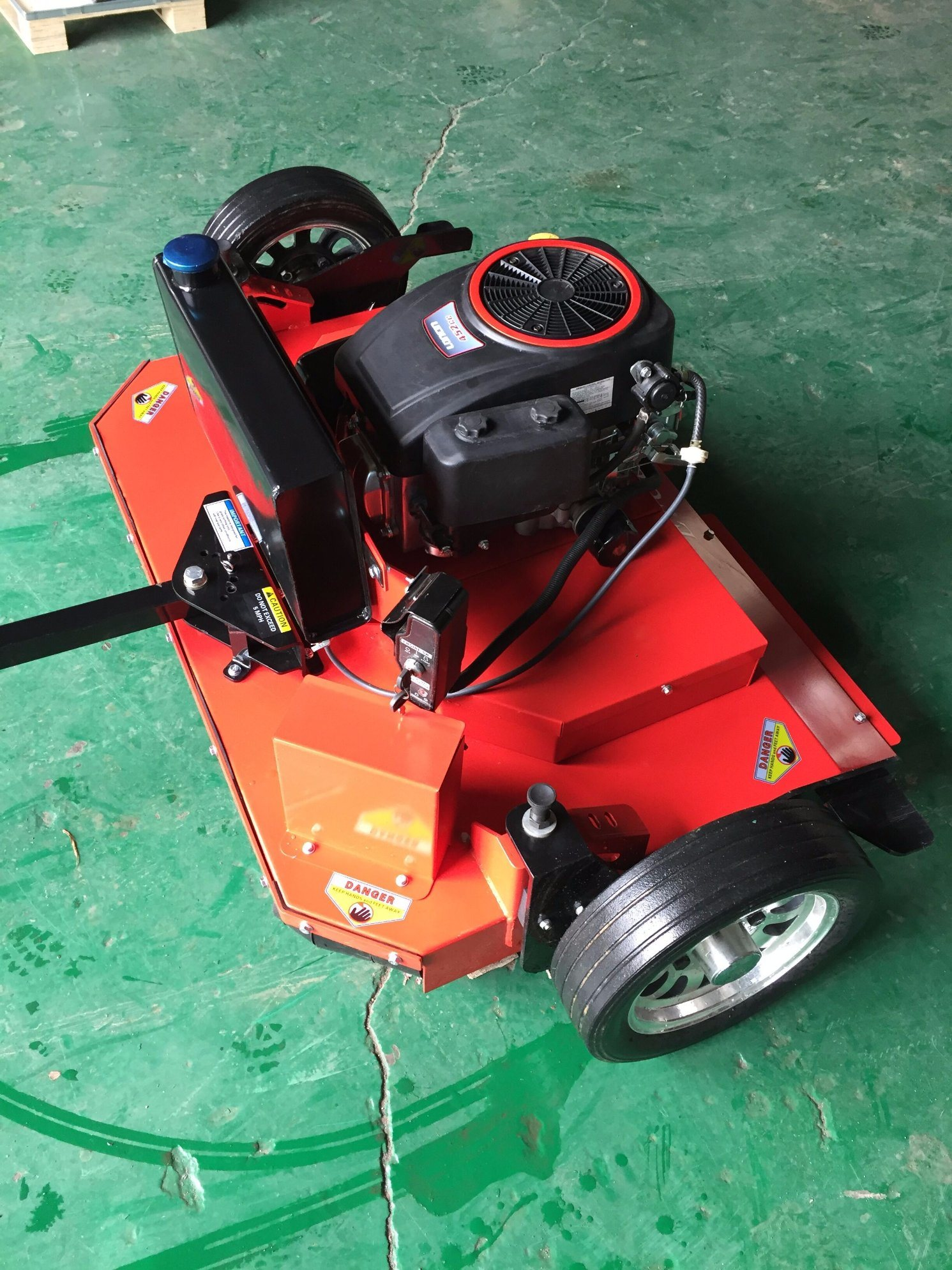 International Standard and Factory Price 12HP 44 Inch Professional Lawn Mower