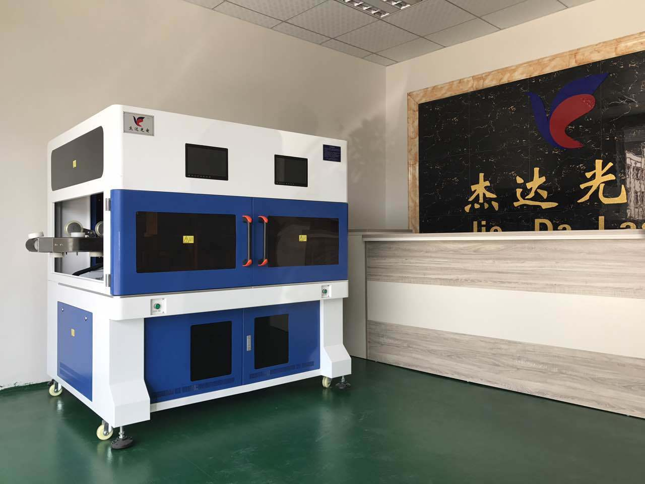 Automatic CO2 Laser Marking Engraving Machine for Wood Pec