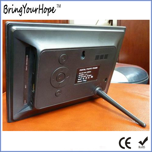 7 Inch SD USB Digital Photo Frame in Plastic (XH-DPF-070S8)