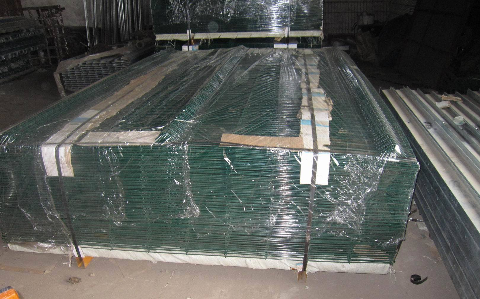 Welded Wire Mesh Fence in 50X200mm with Peach Post