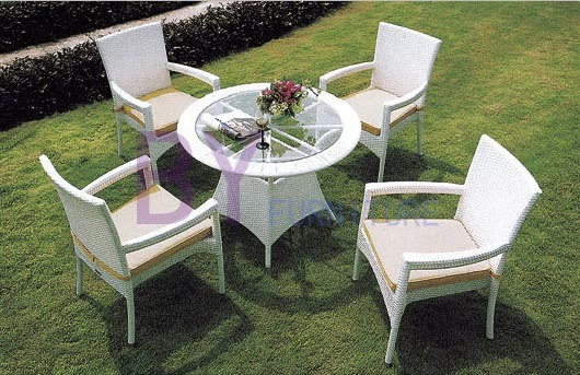 White Simple Outdoor PE Rattan Furniture with Armrest Chairs