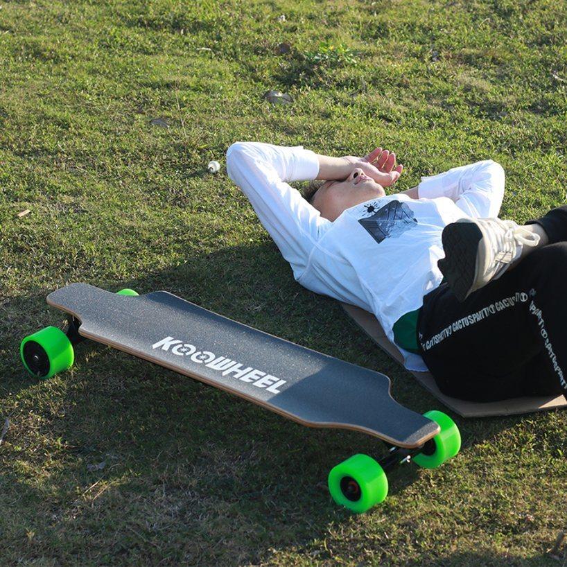 Factory Wholesale Four Wheels Dual Hub Battery Powered Electric Skate Longboard