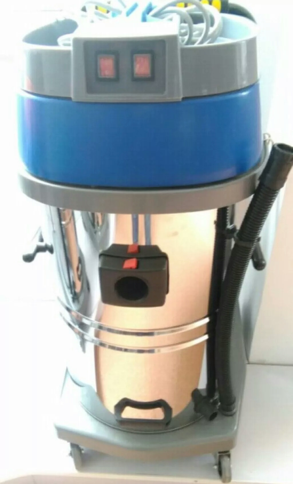 Dark Blue Color Vacuum Cleaner with Two Motors for Industrial Use