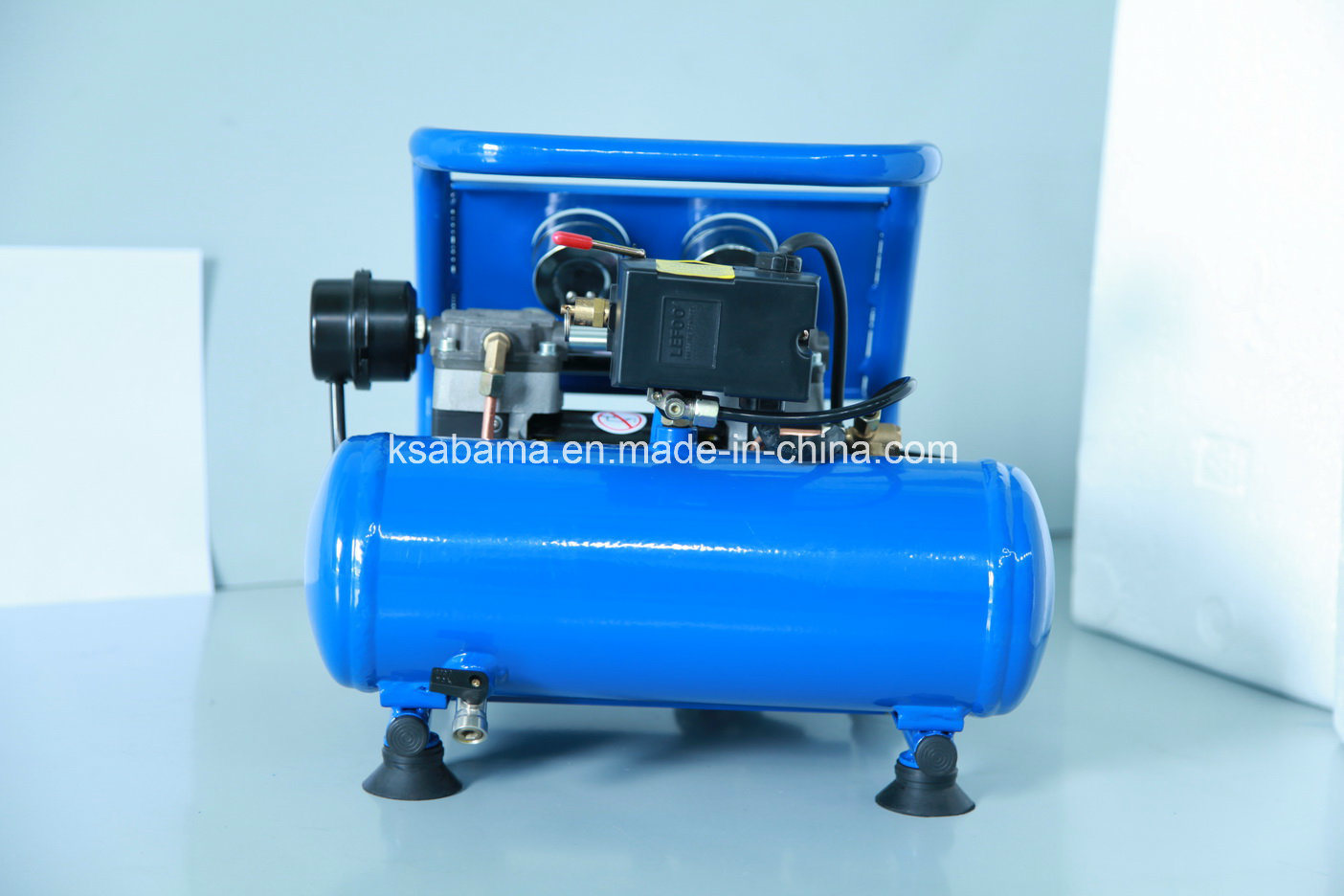 Tat-0204hn Hand Carry Oil Free Silent Air Compressor (0.75HP 4L)