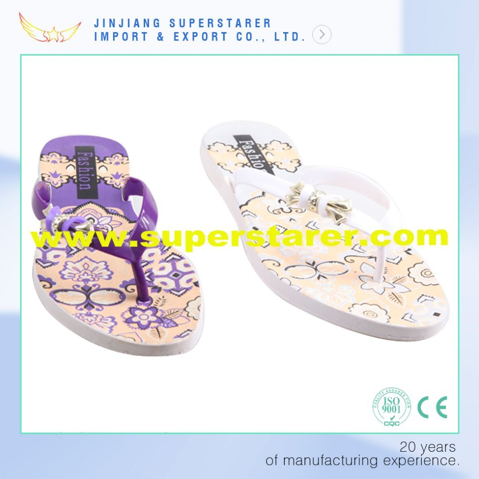 Women Printed PE Flip Flops with PVC Upper and Metal Decorations