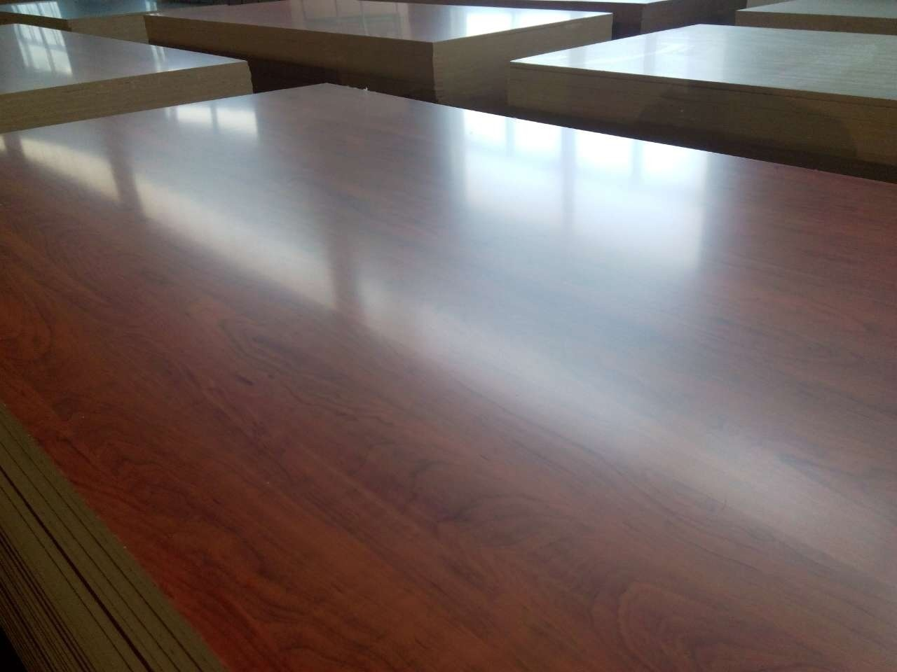 African Mahogany Color MDF, Melamine MDF, Furniture MDF Melamine Board, Size 1220X2440X15mm