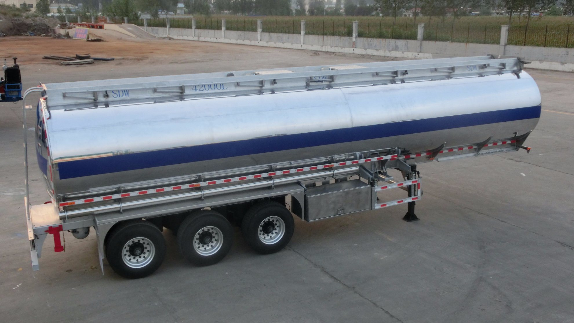 3 Axles Single Compartment Aluminum Alloy Fuel Tank Trailer