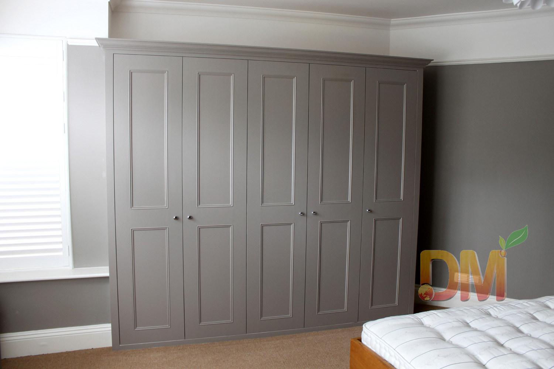 China Contemporary Grey Free Standing Wardrobe Wooden