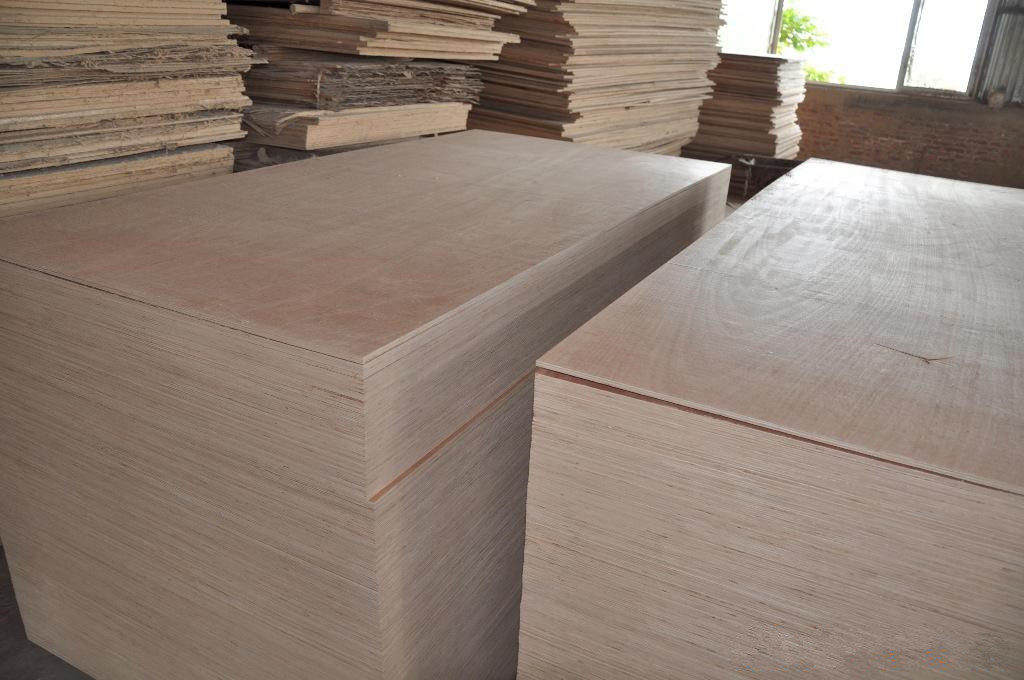 Competitive Price 18mm Okoume Face E2 Glue Combi Core Plywood