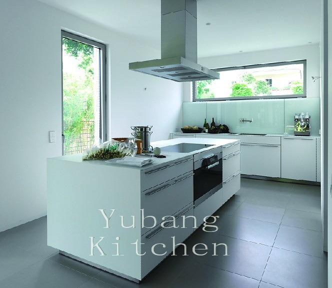 Witte het schilderen keuken het gelakte meubilair van de keuken witte het schilderen keuken - Witte keuken voorzien van gelakt ...