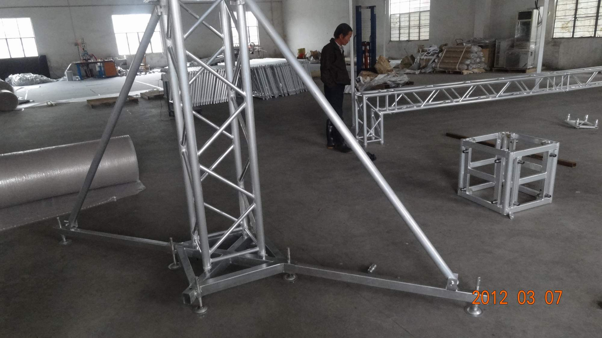 Price concert stage roof truss system dj used aluminum for Cheap truss systems