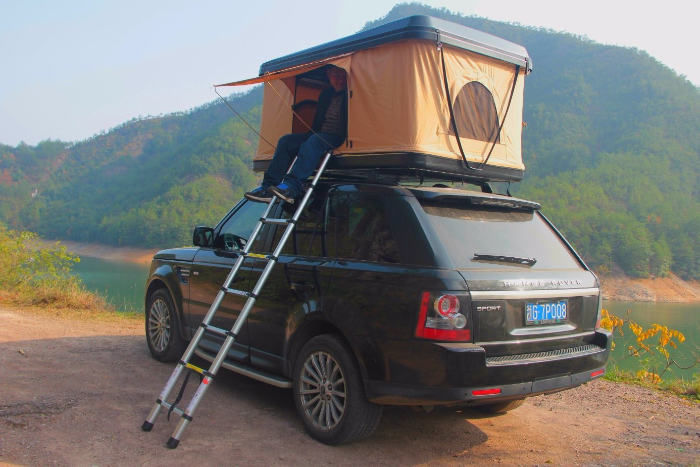 Camping Car Outdoor 4WD Hard Roof Top Tent