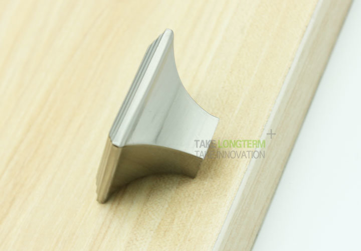Brushed Nickel Sqaure Kitchen Cabinet Drawer Knobs and Pulls