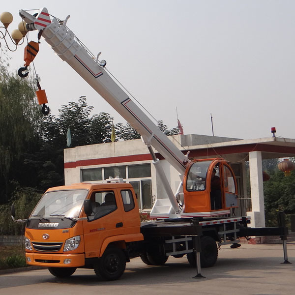 7000kgs Wheel Tire Truck Crane with Low Price