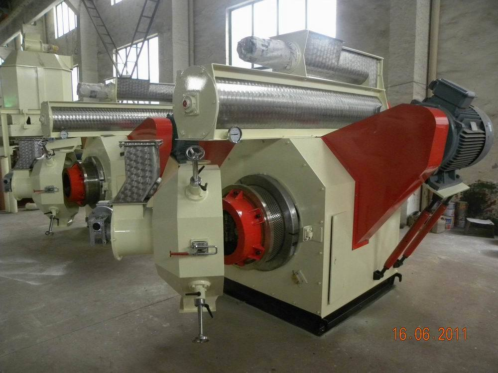 Rice Hull Pellet Machinery (HKJ-45J) Pellet Press Wood Pellet Mill