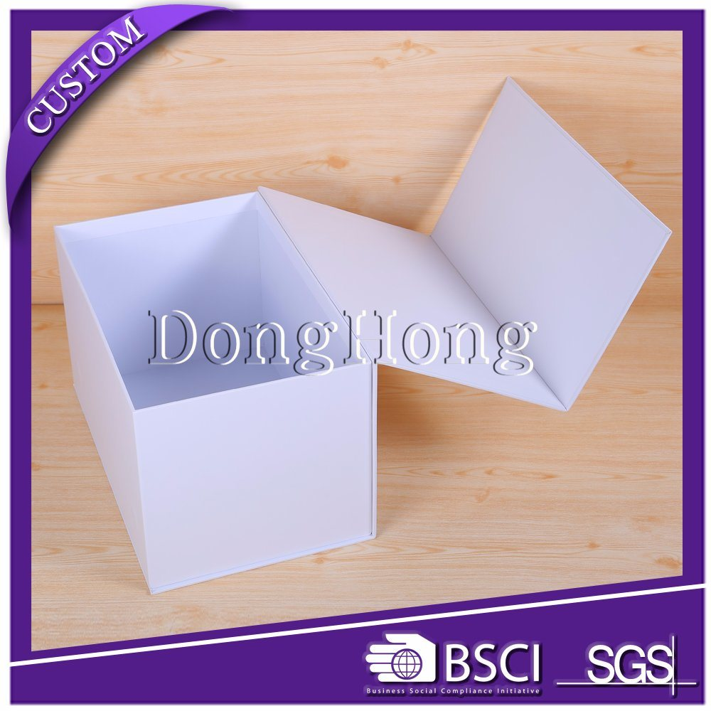 Superior Quality Glittering Cardboard Luxury Clothing Packaging Box
