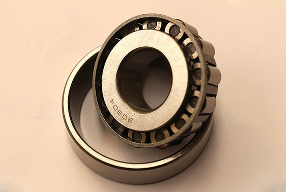 High Precision Tapered Roller Bearing (32204)