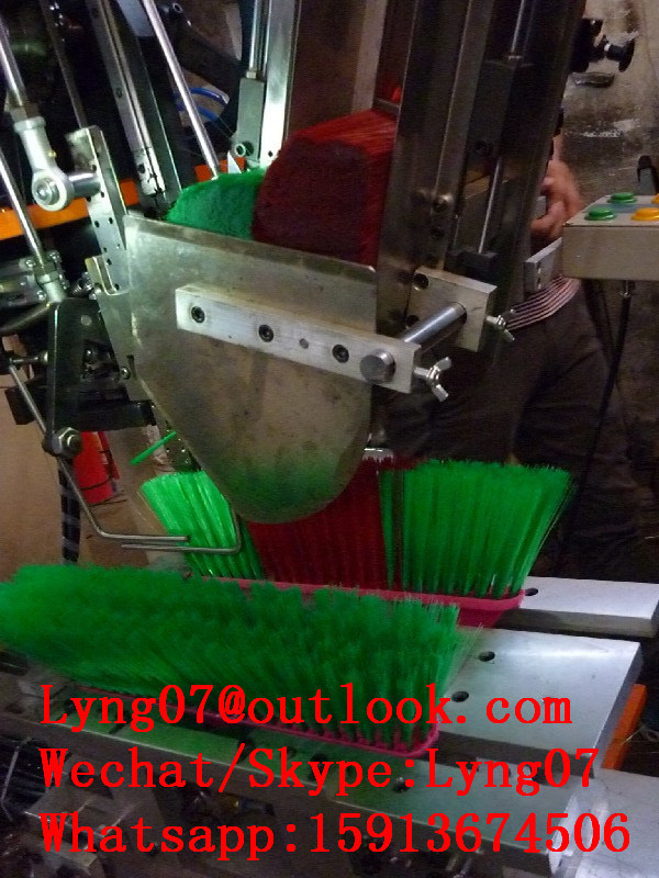 Automatic CNC 2 Axis Broom Tufting Machine