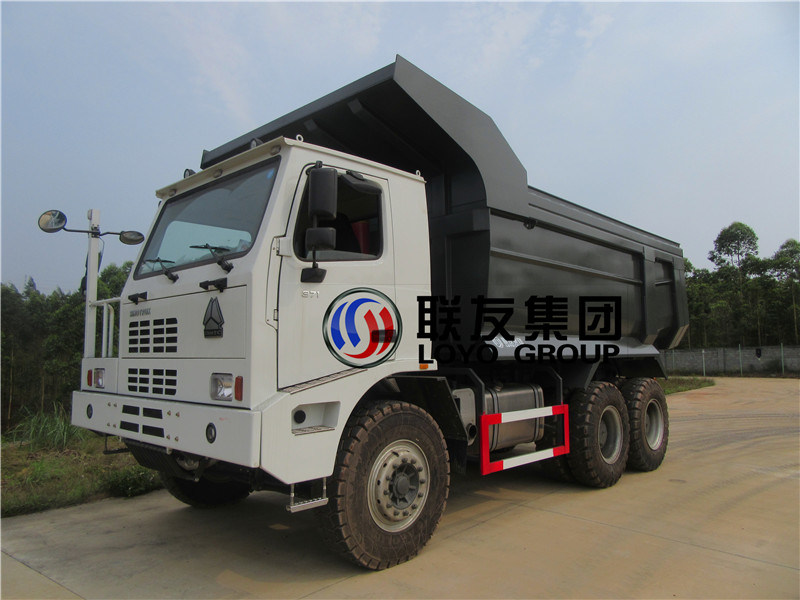 Dump Trucks, 70t Coal Mine Tipper. Tractor Truck Trailer