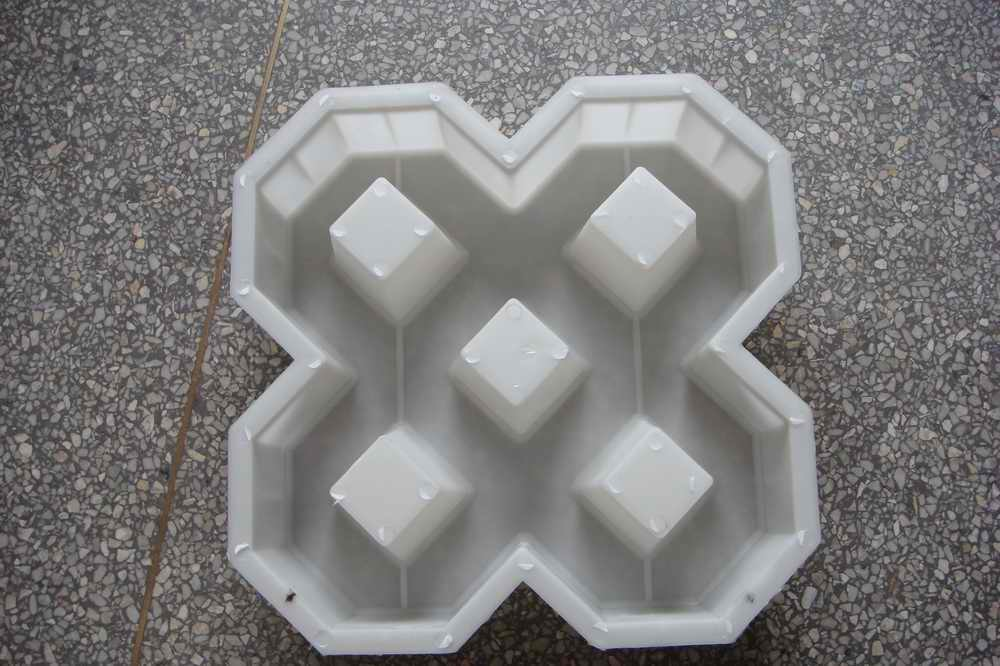 Cost of Grasspave http://lichengjixie.en.made-in-china.com/product/IMamlkAxgyWO/China-Grass-Paver-Molds.html