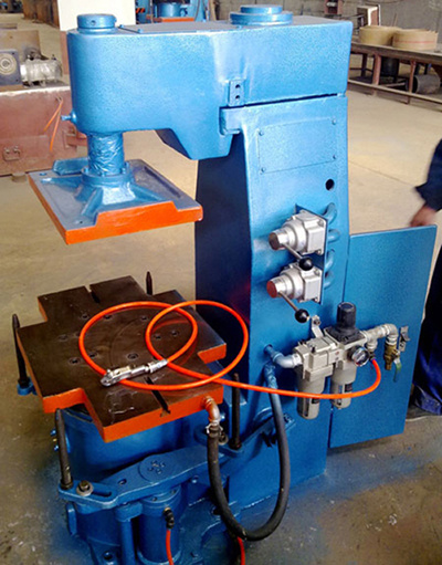 Jolt Squeeze Molding Machine in Foundry