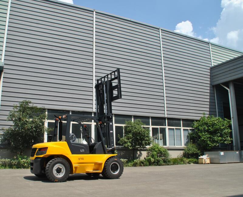 Un 7.0t Diesel Forklift with Original Isuzu Engine and Triplex 6.0m Mast
