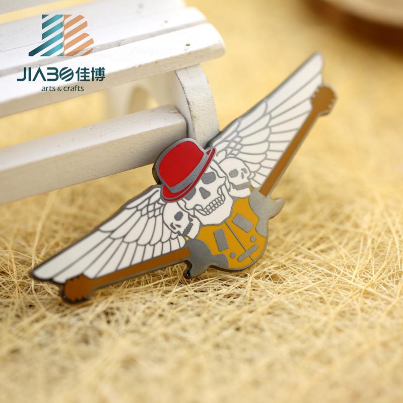 Hot Sell Custom Metal Hard Enamel Skull Wing Badge
