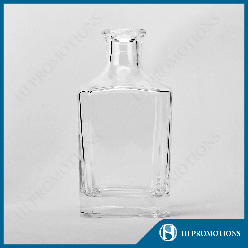 700ml High Quality Recyclable Liquor Glass Bottle (HJ-GYSN-A02)