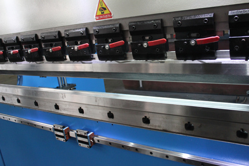Electrohydraulic Synchronous CNC Press Brake (WE67K-63/2500)