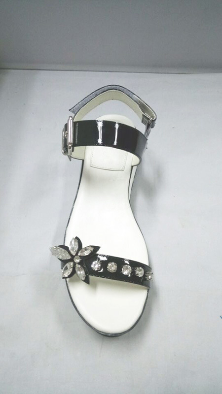 Ladly Patent Leather Flat Rubber Outsole Attached Crystal Casual Comfortable Sandals