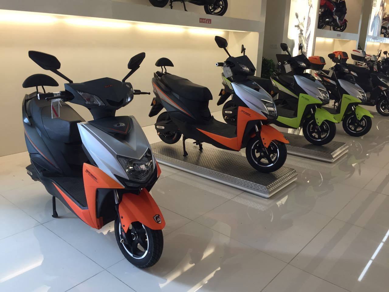 72V20ah Powerful Electric Scooter with 800W Bosch Motor for Adults