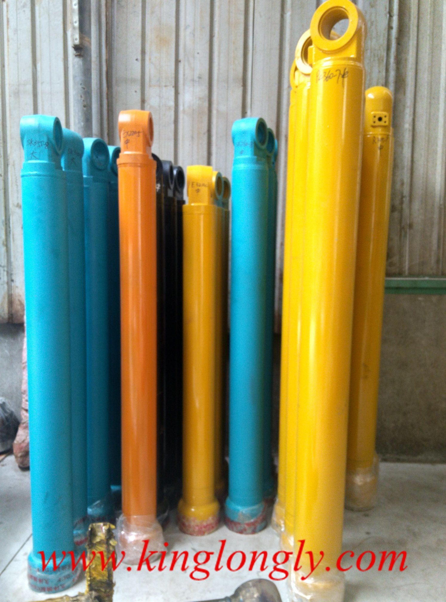 Oil Cylinder Boom /Arm/ Bucket Excavator Earthmoving Parts