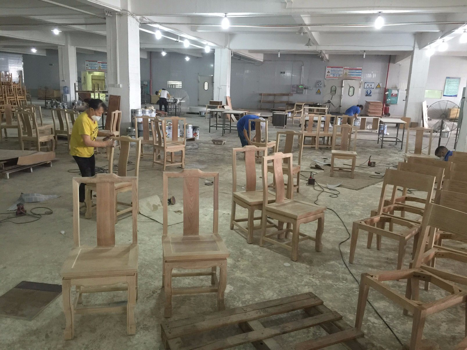 Dining Furniture Sets/Restaurant Furniture Sets/Solid Wood Chair/Canteen Furniture (GLD-000101)