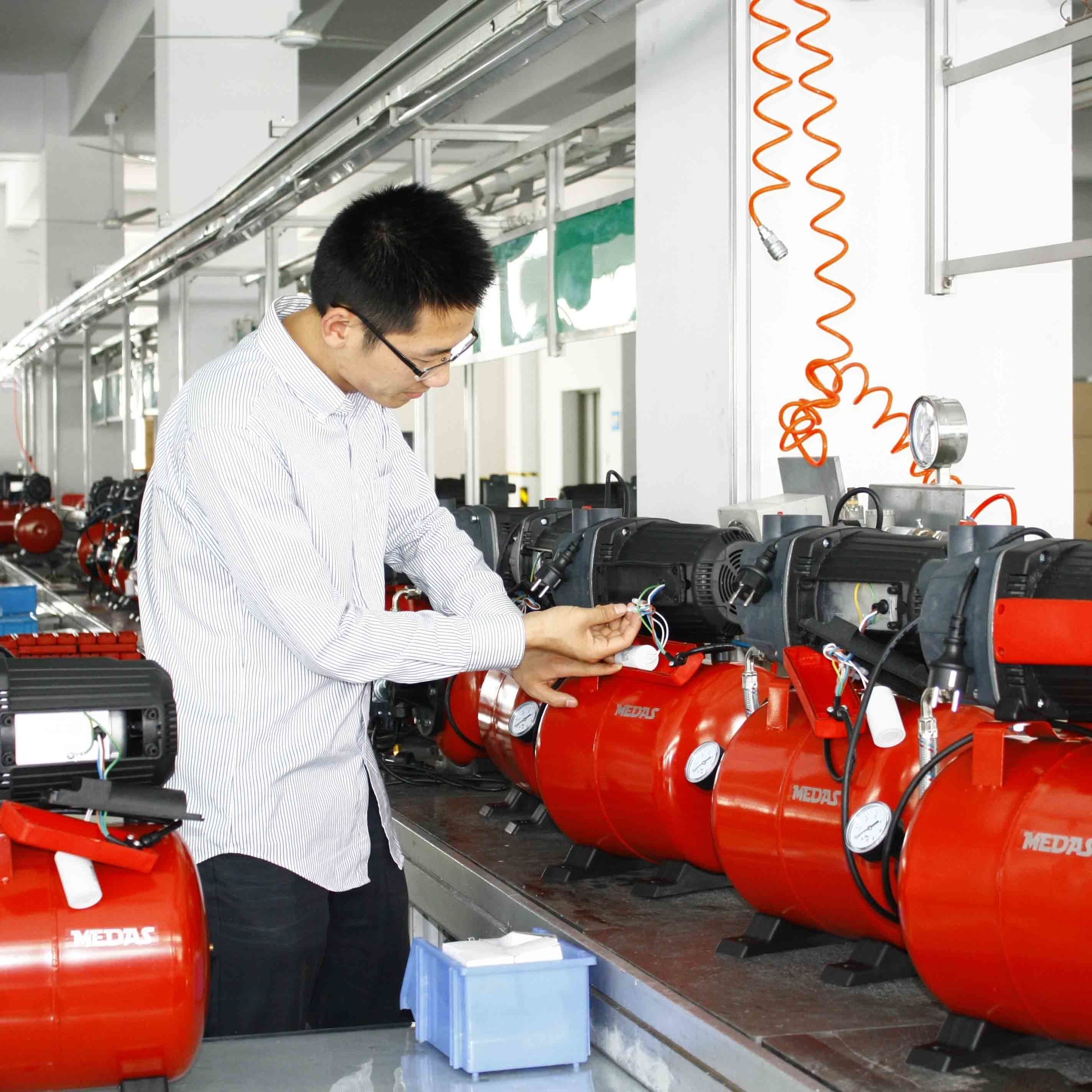 Electric Plastic Housing Casting Iron Pump with Ce