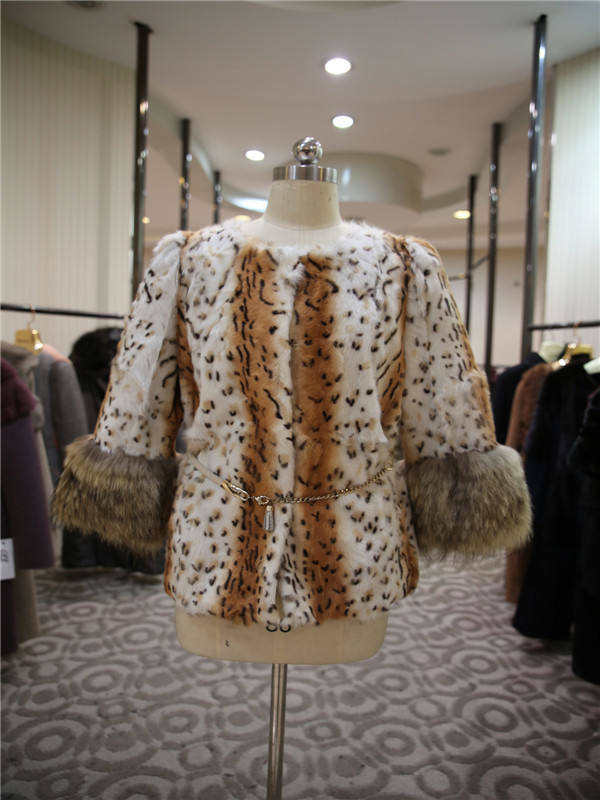 Women′s Luxury O-Neck Fur Leopard Body Coat with Fur Trimming