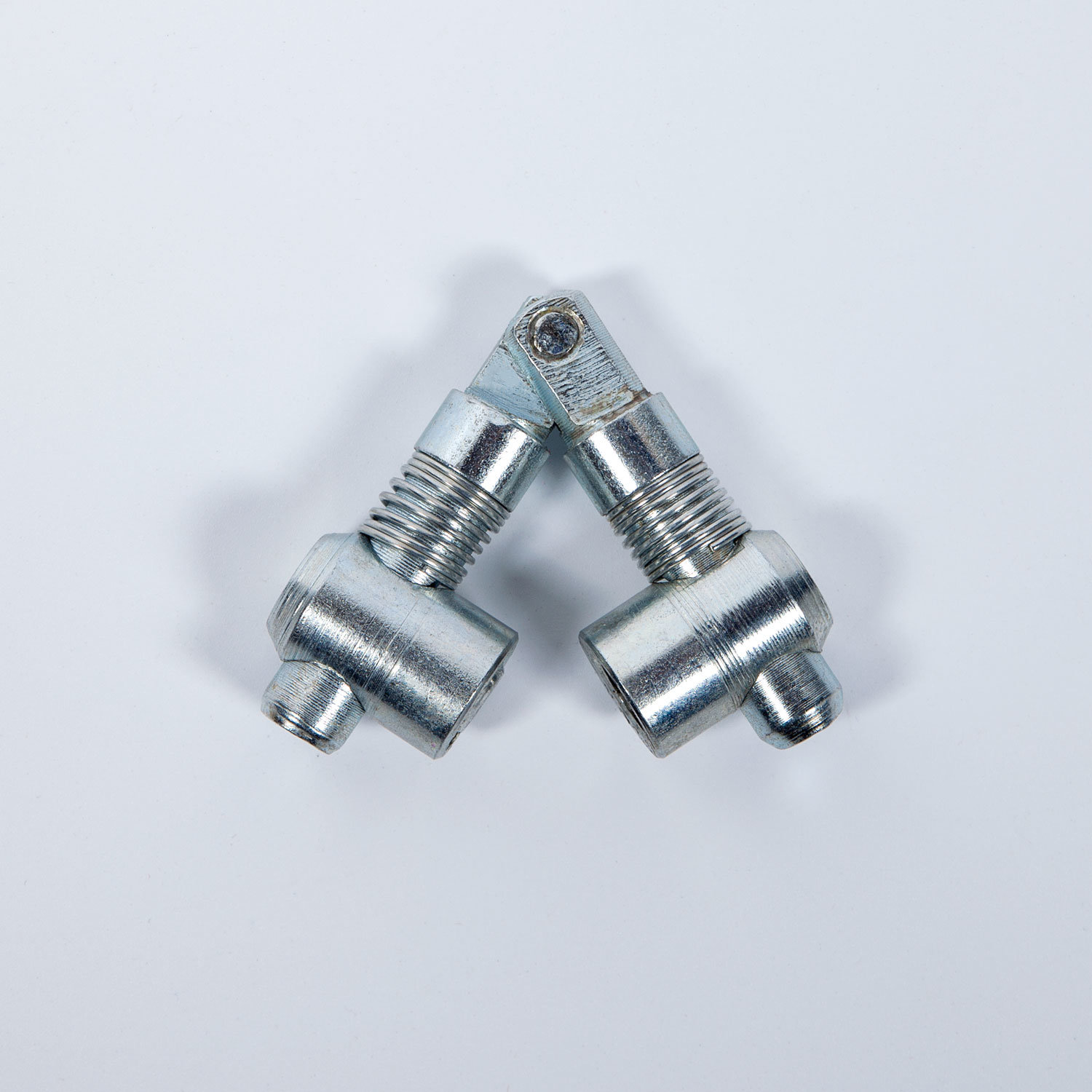 Achored Diagonal Connecting Pin