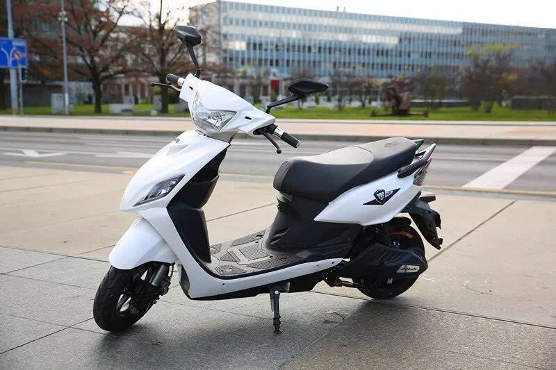 72V20ah 1200W Powerful Electric Motorcycle with Bosch Motor