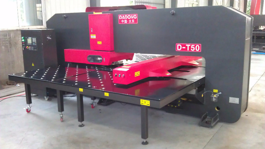 T50 CNC Punching Machine Hydraulic Punch Press with Amada Tools Turret Punching