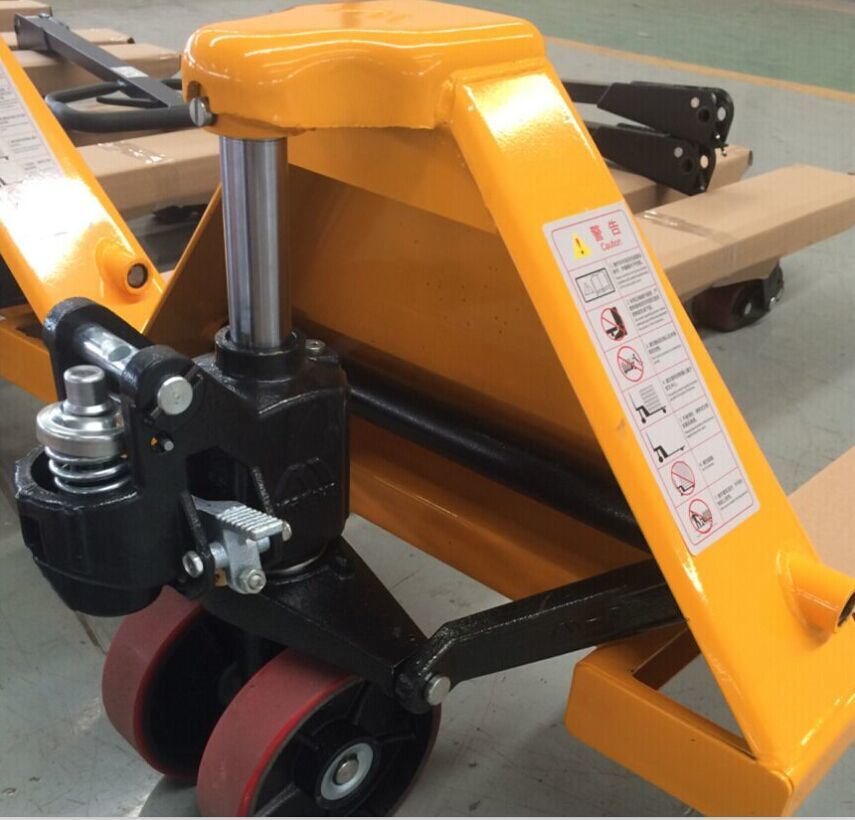 2000~3000kg Hand Pallet Truck with Good Quality (Whole Casting Pump)