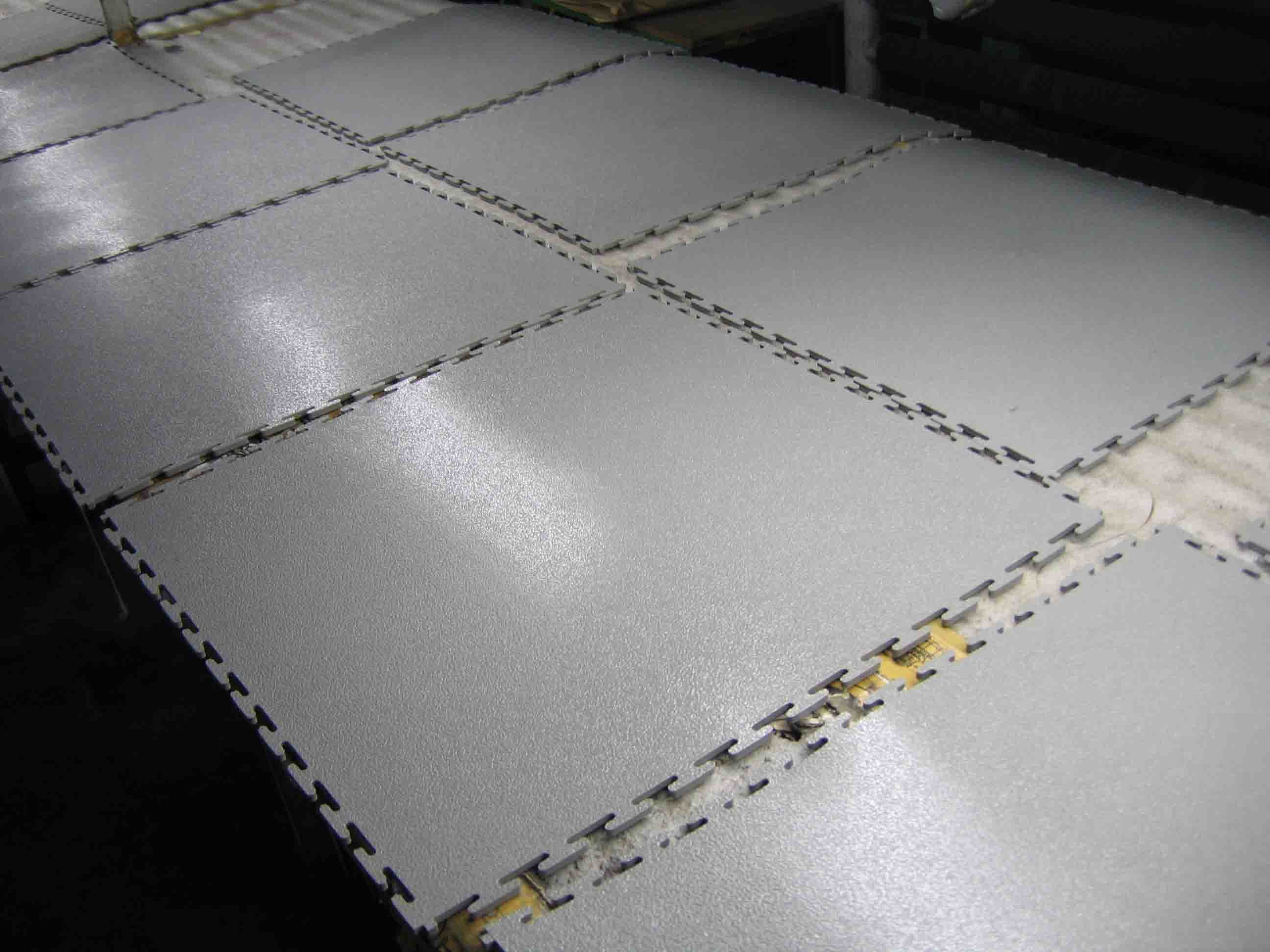 China PVC Interlocking Floor Tile 500 X 7 Photos