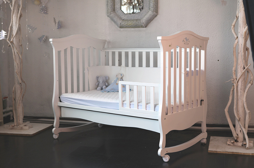 Good Quality Wooden Baby Bed Baby Crib (M-X1023)