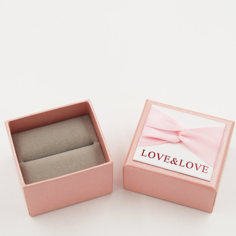 Delicate Luxury Cardboard Paper Box with Ribbon Bow (J82-A1)