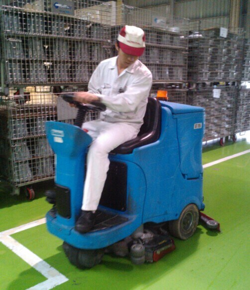Ce Industrial and Commercial Ride-on Scrubber Dryer
